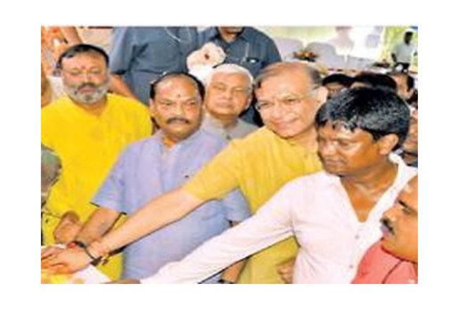 ढुल्लू-रघुबर भाई-भाई के नारों से गूंजता झारखण्ड के राजनितिक गलियारे