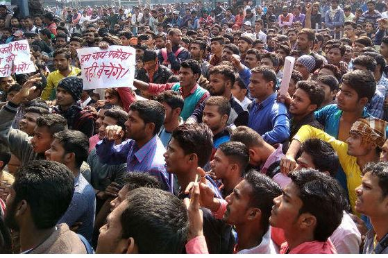 छात्र भाजपा को वोट दे और लाठी खाए: रघुवर का नया पाठ याद रखे