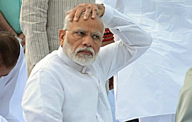 प्रधानमंत्री का यकायक सोशल मीडिया से संन्यास क्यों