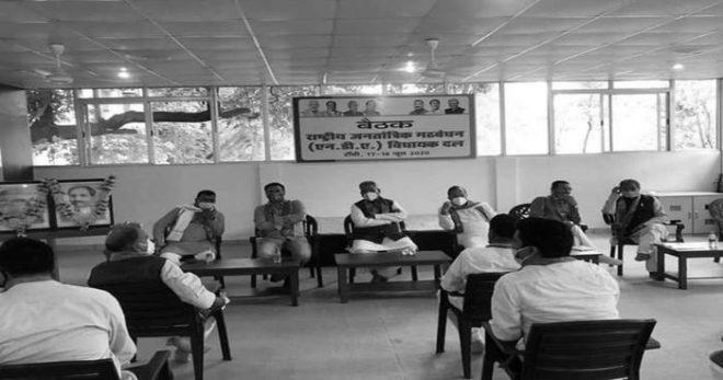 राज्यसभा चुनाव : मातम के बीच भाजपा अपने विधायकों की किलेबंदी कर मना रही जश्न