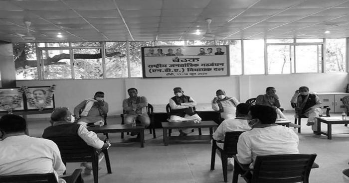 Read more about the article राज्यसभा चुनाव : मातम के बीच भाजपा अपने विधायकों की किलेबंदी कर मना रही जश्न